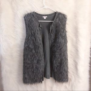 🆕 Xhilaration Faux Fur Sleeveless Vest